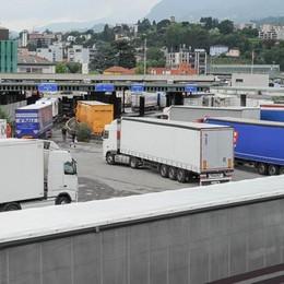 Chiasso, riaperta la dogana commerciale Maxi ingorgo tra Lazzago e Breccia