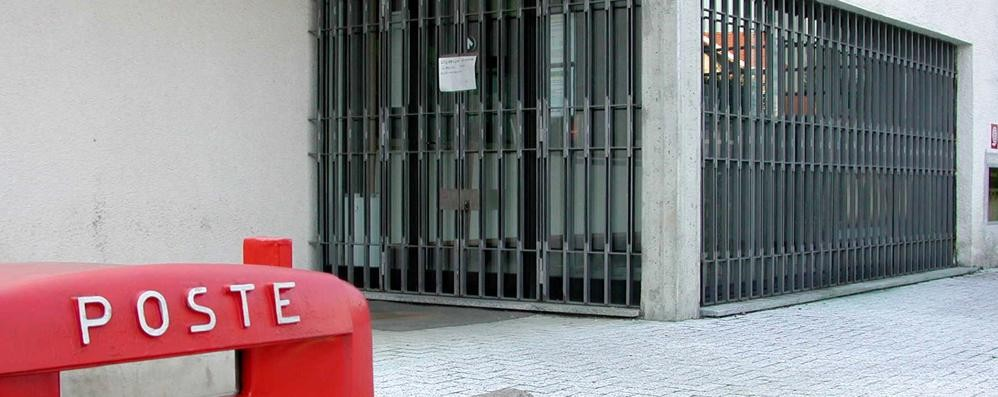 FaIoppio, impiegate in ostaggio  Via con 130mila euro