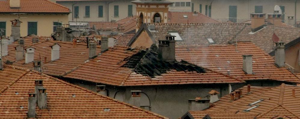 Menaggio si incendia la canna fumaria una casa del centro for Vinci una casa