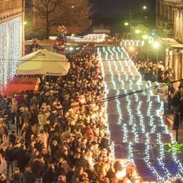 Natale a Como, si posteggia  anche sulle aiuole  Dai vigili 102 multe