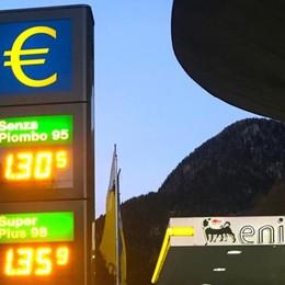 La beffa della benzina  Chiavenna dopo Como  «Inutile la carta sconto»