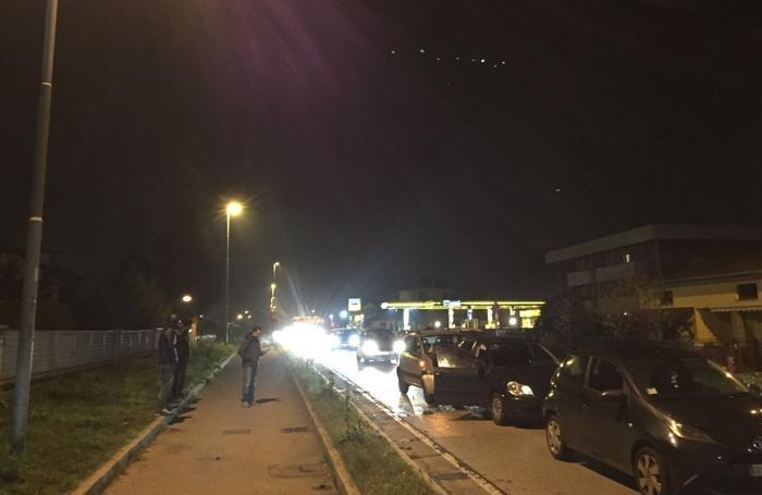 Il traffico paralizzato in viale Lombardia