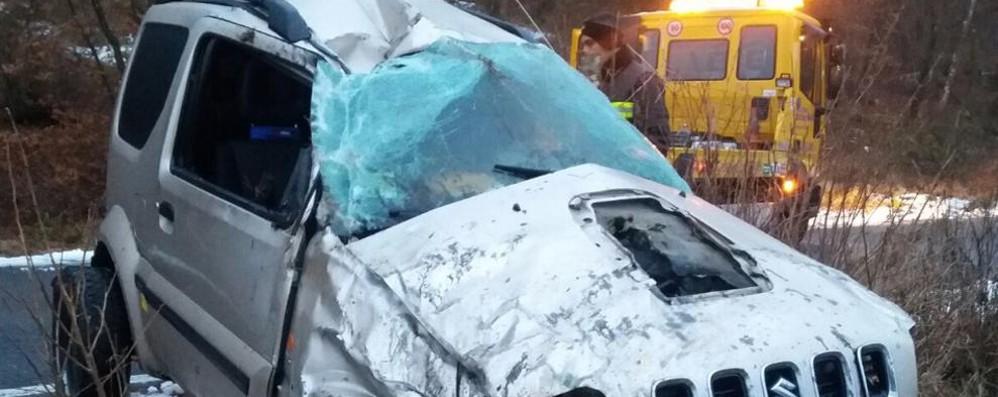 Veicolo si ribalta, due i feriti gravi  Soccorsi con l'elicottero