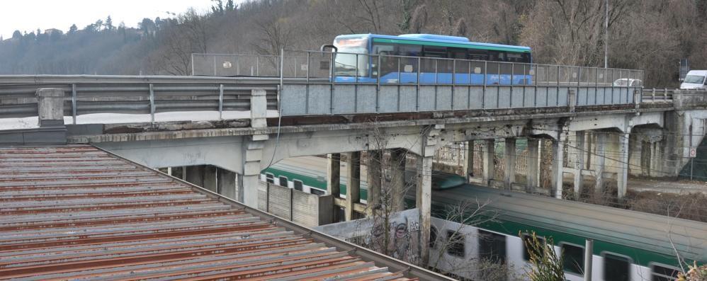 Cantù e il ponte danneggiato  Ultimatum alla Provincia  «Un mese per fare i lavori»
