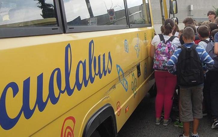 Orsenigo, scontro sullo scuolabus  26 ragazzi rischiano di restare a piedi