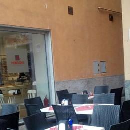 Tavoli e sedie autorizzati dal Comune  A Gravedona scoppia la disfida della pizza