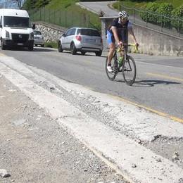 Pusiano e le buche sulla strada  «Ecco perché non la asfaltiamo»