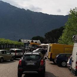 Stop alle auto il giorno di mercato  Più ordine alla Riva di Cernobbio