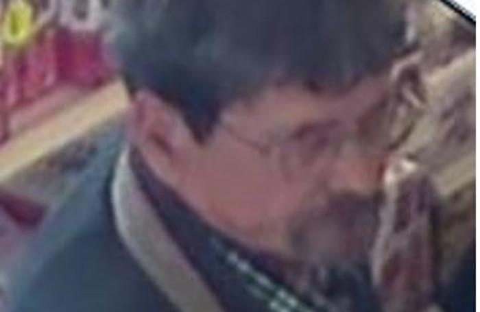 Le immagini del sospetto rapinatore
