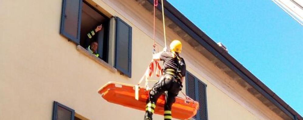 Marito e moglie feriti   Salvati dai pompieri a Casnate