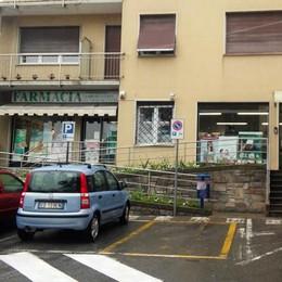 Figino, Rapinatore armato in farmacia   Scappa con un bottino di 900 euro