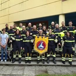 Vigili del fuoco contro  i Volontari del Lario  Colpa delle uniformi
