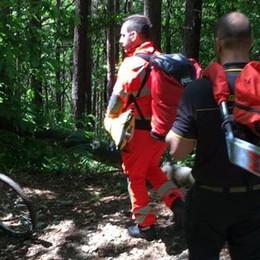 Cade in bici in Valbasca Ragazzo si rompe una gamba