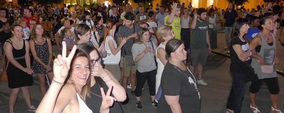 CantùEstate, la festa è cominciata  Migliaia in piazza per la serata revival