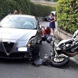 Moto contro un'auto Ragazzo in ospedale