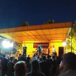 I rapper in piazza dividono Olgiate  Il sindaco: «Sposteremo i concerti»