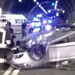 Incidente in galleria a Brienno  Donna illesa, traffico in tilt