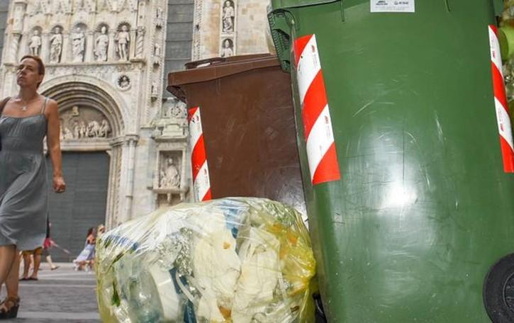 Como, nuovi orari per la differenziata  Rossotti: «Basta aperitivi vista bidoni»