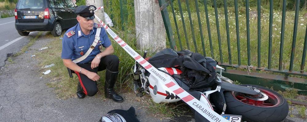 Morto in moto contro la cancellata  «Diego tradito dalla sua passione»