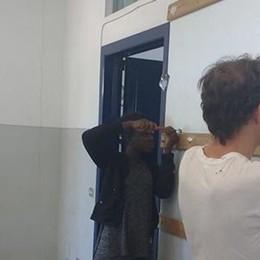 Inverigo fa squadra: scuola dipinta  Grazie anche alle ragazze nigeriane