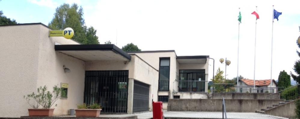 Faloppio, i vandali danneggiato il tetto   Ufficio postale chiuso per allagamento
