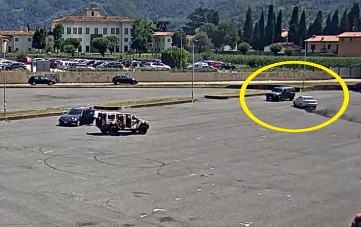 Il buttafuori: «lì per vedere un Suv»  Sparatoria, scarcerato il comasco  Il video dell'aggressione