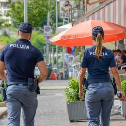 Como, rissa tra migranti  Sassaiola contro la polizia  e quattro arresti