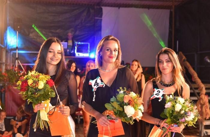 FOTO DI DAVIDE VANGELISTA da sx la prima classificata Miss Piazzolo Syria Campaci, la seconda e miss occhi belli Alessandra Vescovo, la terza Ondina Buttazzoni