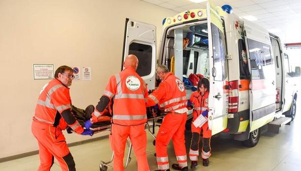 Como, due feriti sulla Cappelletta  Olgiate, auto si ribalta nella notte