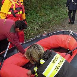 Picchia la testa sul pontile Soccorsa a Blevio dai pompieri