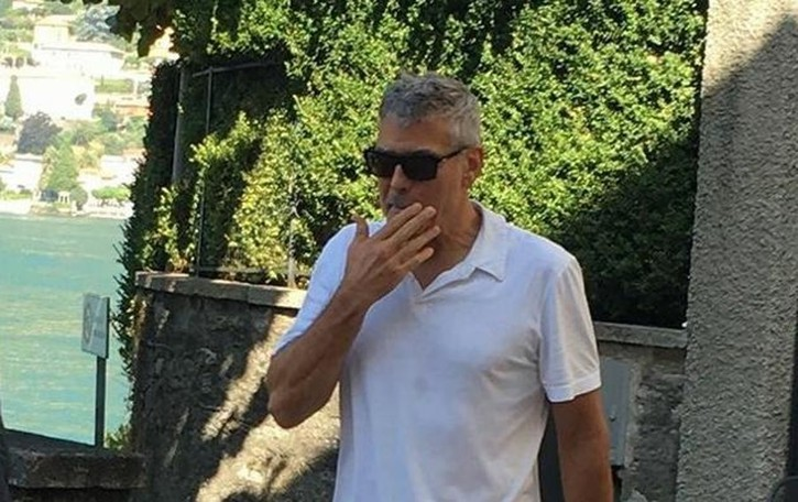 Sorpresa: Clooney passeggia a Torno  Ma Amal e i gemellini restano a casa