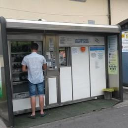 Vandalismi e troppa burocrazia  Chiudono i distributori del latte