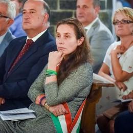 Sant'Abbondio, discorso e fascia tricolore  per il vicesindaco leghista