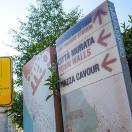 Como città turistica? I totem con le mappe sono rovinati e illeggibili