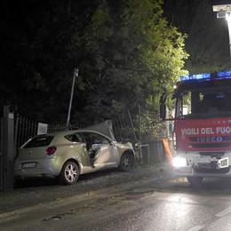 Erba, auto contro il cancello Muore donna di 27 anni