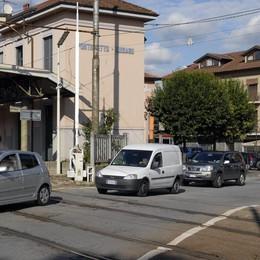 Luisago, asfalto in via Roma  Niente auto in centro per 3 giorni