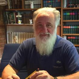 Don Bassano sacerdote da 40 anni  Un pranzo per pagare i danni del rogo