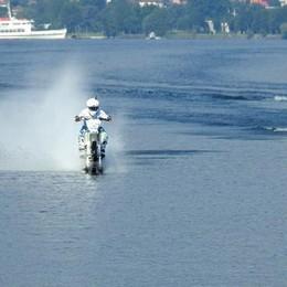 Traversata del lago in moto   Colombo al salone di Genova