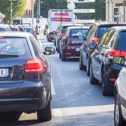 Como, tutti in coda per i lavori  La rivolta degli automobilisti