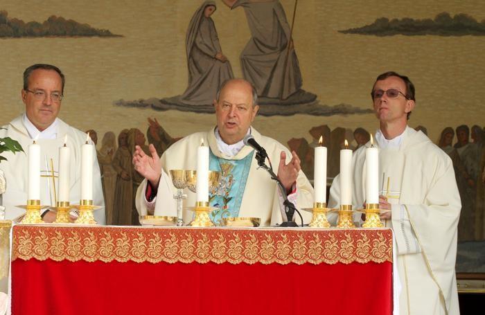 Il vescovo Oscar Cantoni durante la messa in convento
