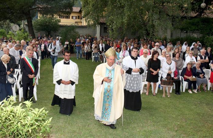 L'arrivo del vescovo a Dongo