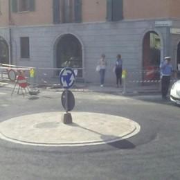 Uggiate, aperta la rotonda in centro  Ma i lavori non sono conclusi
