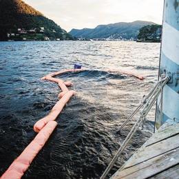 Affondato battello  al pontile di Villa Erba