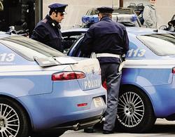 COMO - Intervento delle volanti: l'uomo è stato arrestato in via Bianchi Giovini