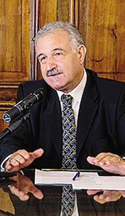 1 L'ospedale Sant'Anna, a San Fermo della Battaglia2 Antonino Orlando, direttore medico del presidio di San Fermo dell'azienda ospedaliera. In precedenza è stato direttore del dipartimento Salute della Regione Calabria
