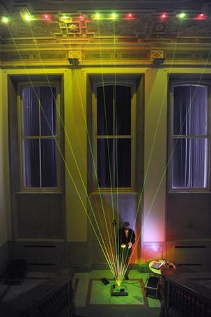 Como Villa del Grumello  Festival della luce - Lake Como  le istallazioni e laboratori didattici, < Suonare la luce > concerto per Arpa laser di Maurizio Carelli