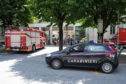 Vigili del fuoco e carabinieri in Municipio