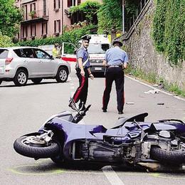 Con lo scooter sotto un'auto  Un altro incidente sulla Regina