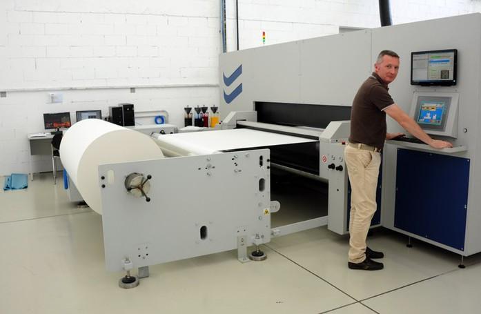 Creazioni digitali di Lurate Caccivio utilizza macchina innovativa per stampa su carta