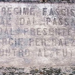 Gravedona divisa sulle scritte fasciste  «Pezzo di storia, è giusto restaurarle»